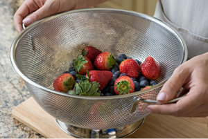 micro-perforated-stainless-steel-colander-simplify-you-straining-tasks