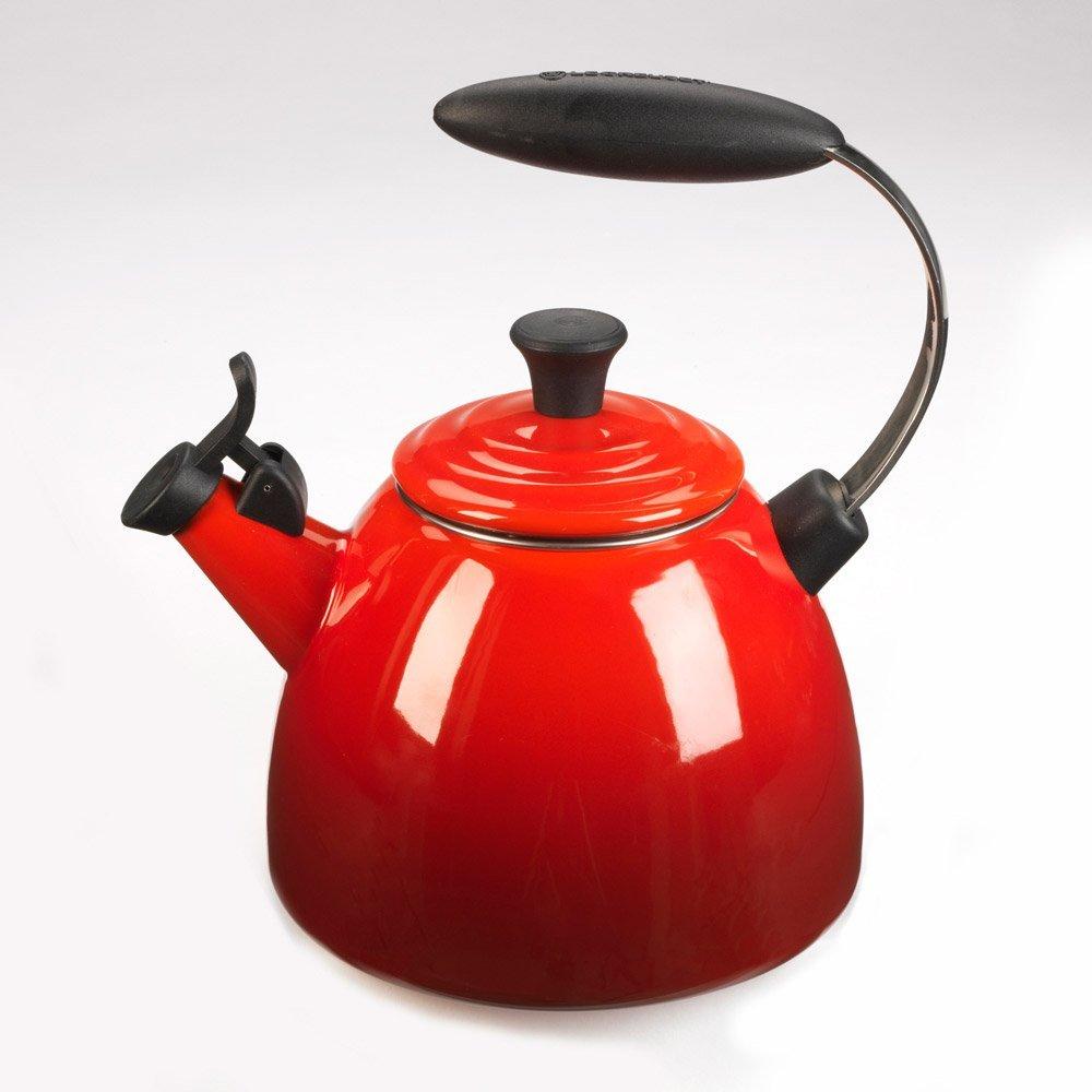 Le Creuset 1.5 Quart Halo Tea Kettle