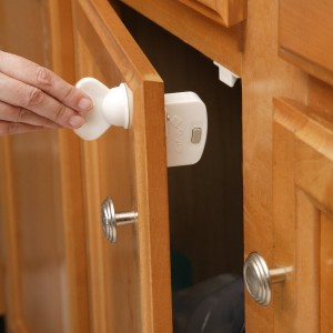 5 Best Magnetic Locking System – No more kids to explore your cabinet